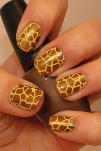 Giraffe nails design