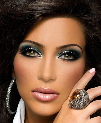 Eye makeup for green eyes and dark hair