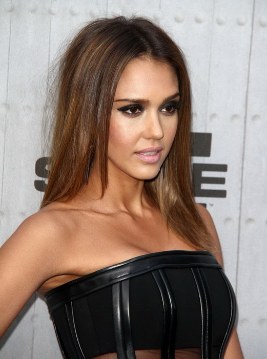 Jessica Alba hairstyle for medium hair