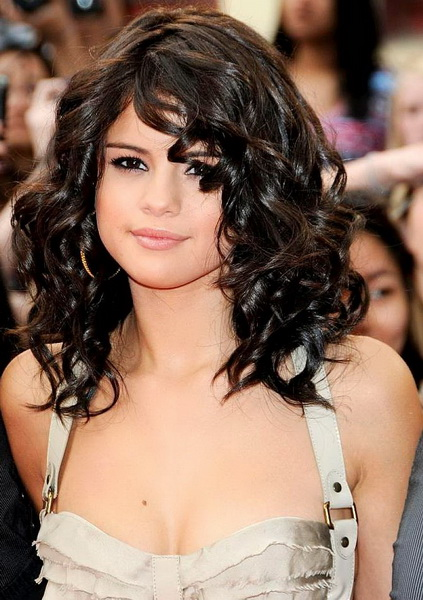 selena gomez short curly hairstyle