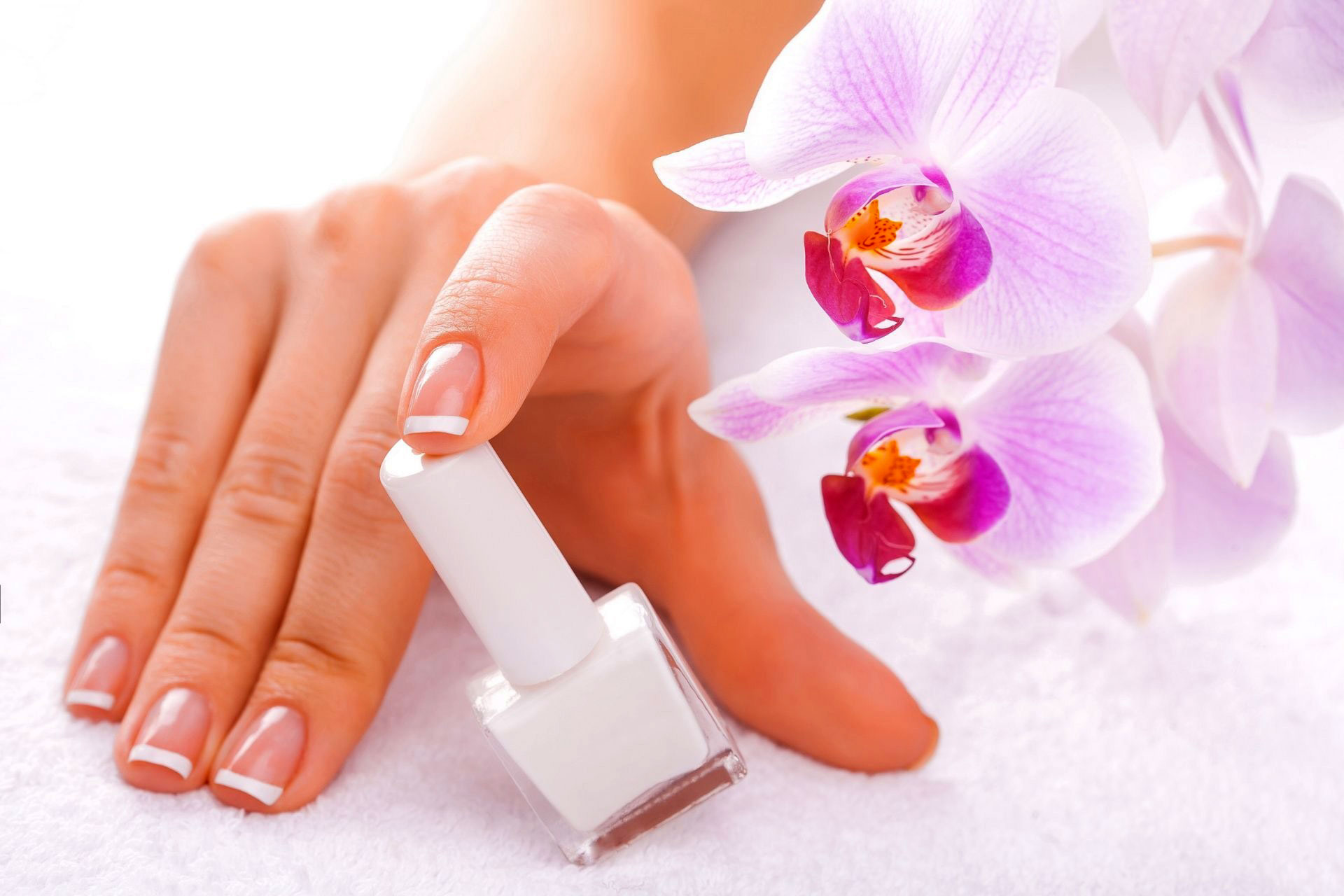 How to Do French Manicure in the house
