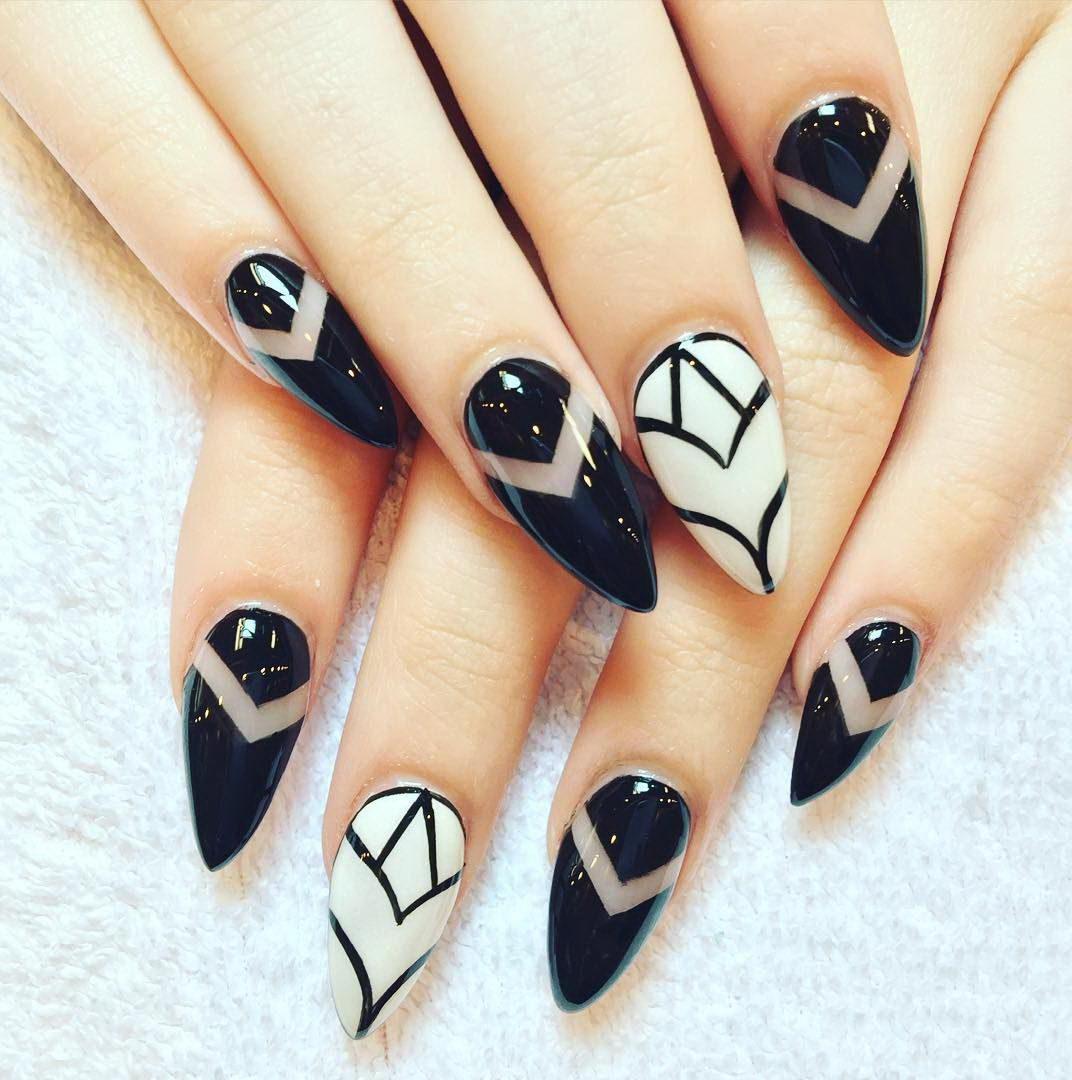Triangular nail style
