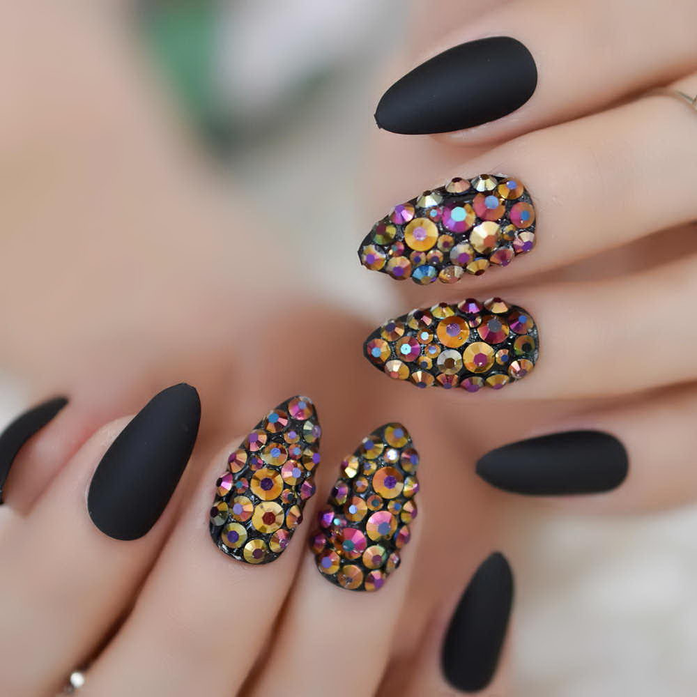 White accent nail with rocks