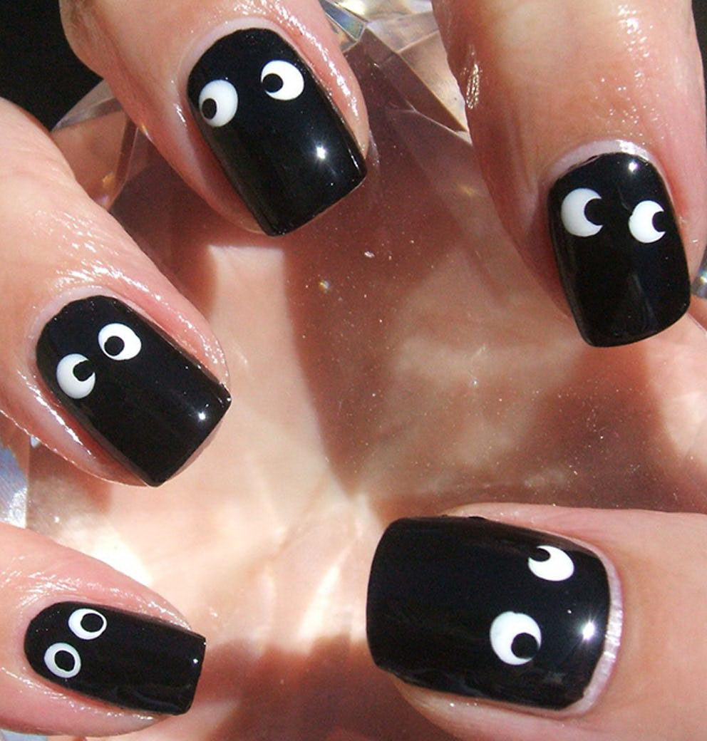 black Googly eyes Nails