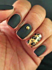 black and gold nail designs