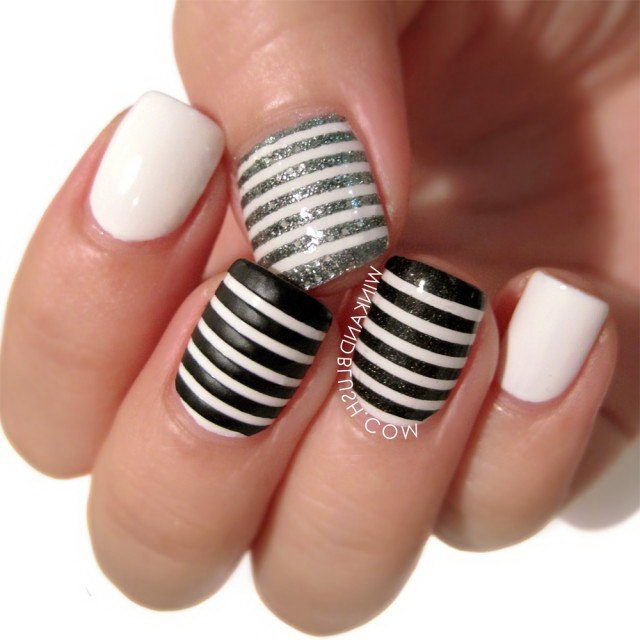 black and white Stripes nails