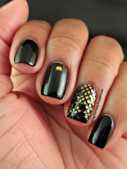 black nails with designs