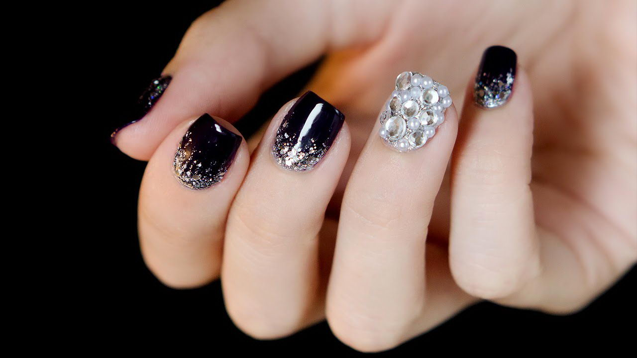 Bling Bling White And Black Nails