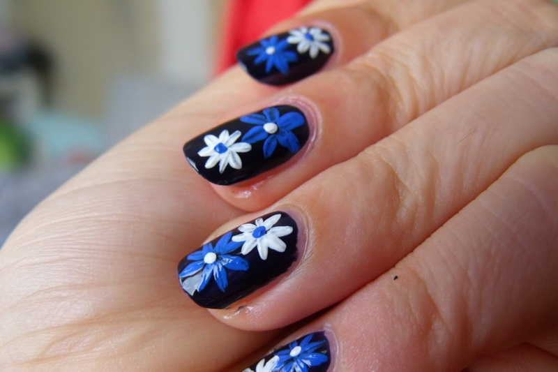 pretty flower nail designs