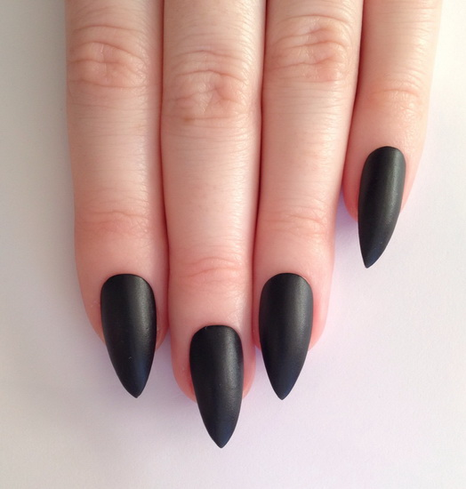 stiletto Black Nail Designs