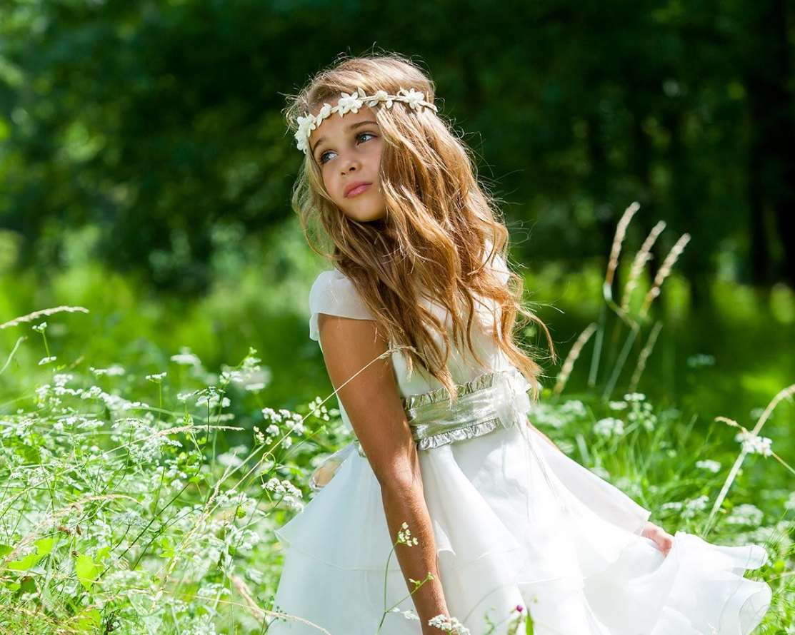 flower girl hairstyles with tiara