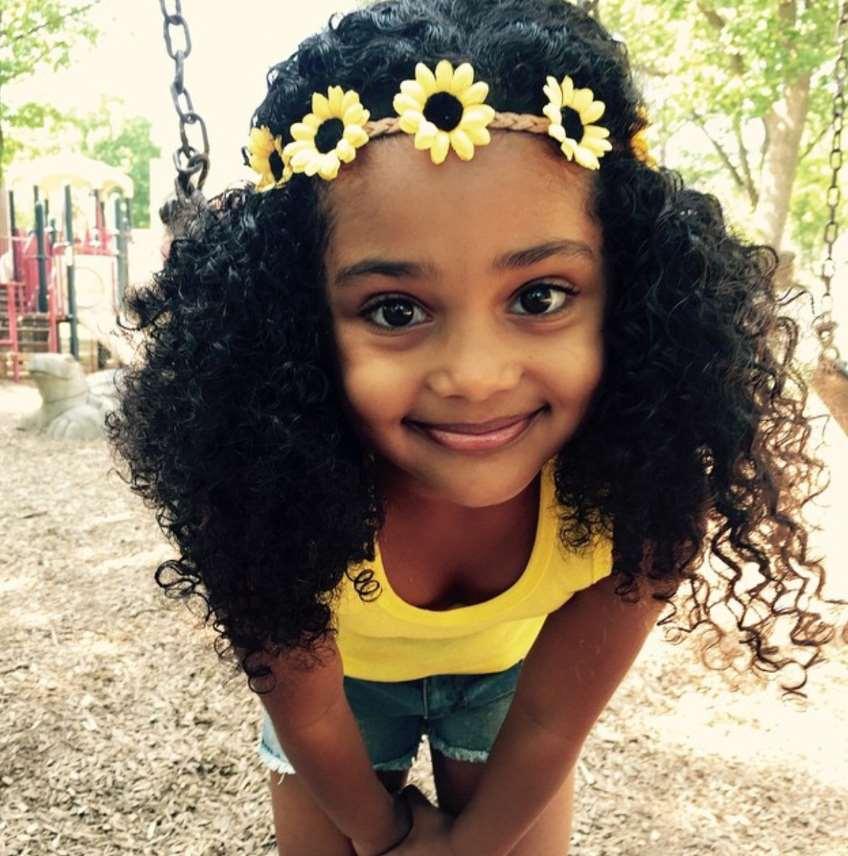 little girl Natural Curls flowers