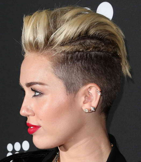 20 best miley cyrus hairstyles and haircuts yve style. Black Bedroom Furniture Sets. Home Design Ideas