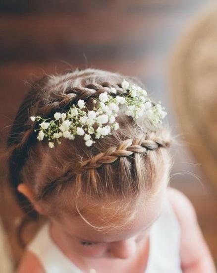 pretty flower girl 15 Adorable Flower girl hairstyles