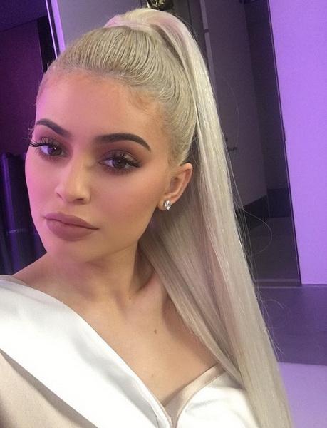 Kylie Jenne blond hair