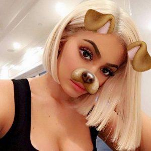 Kylie Jenner blond bob