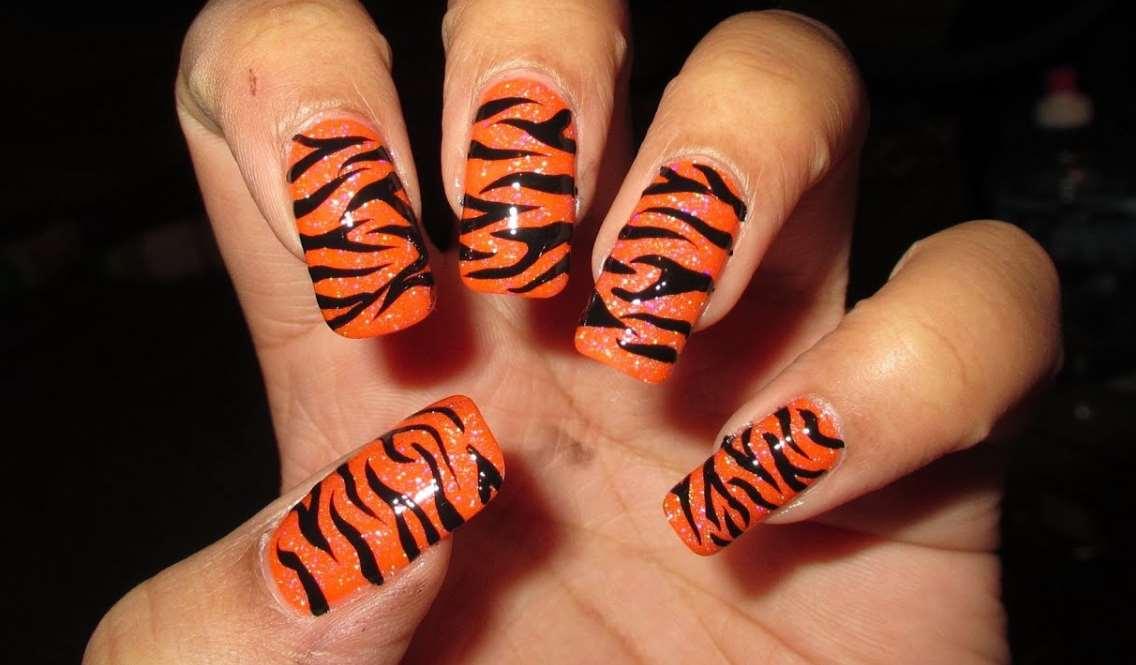Tiger nails design