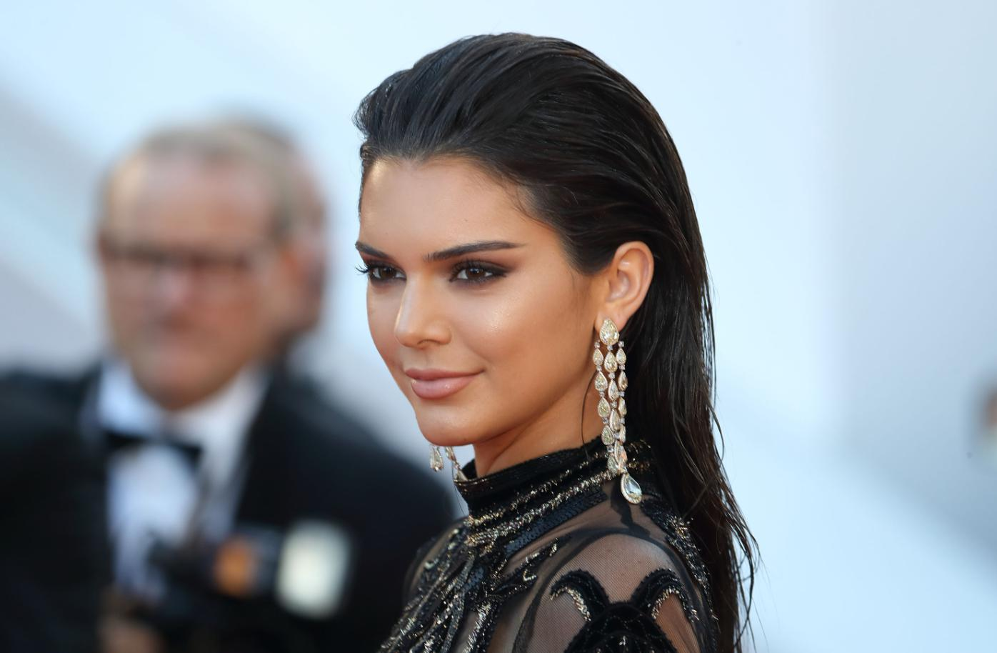 kendall jenner black hair