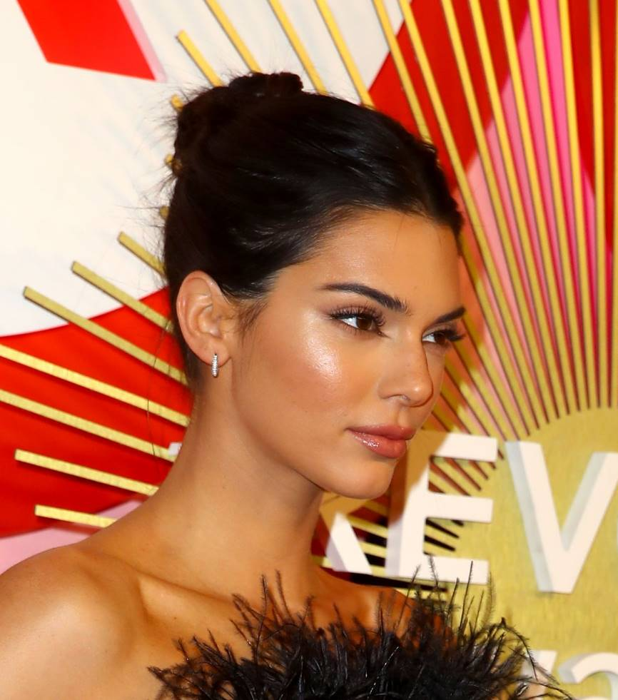 kendall jenner straight bob hair