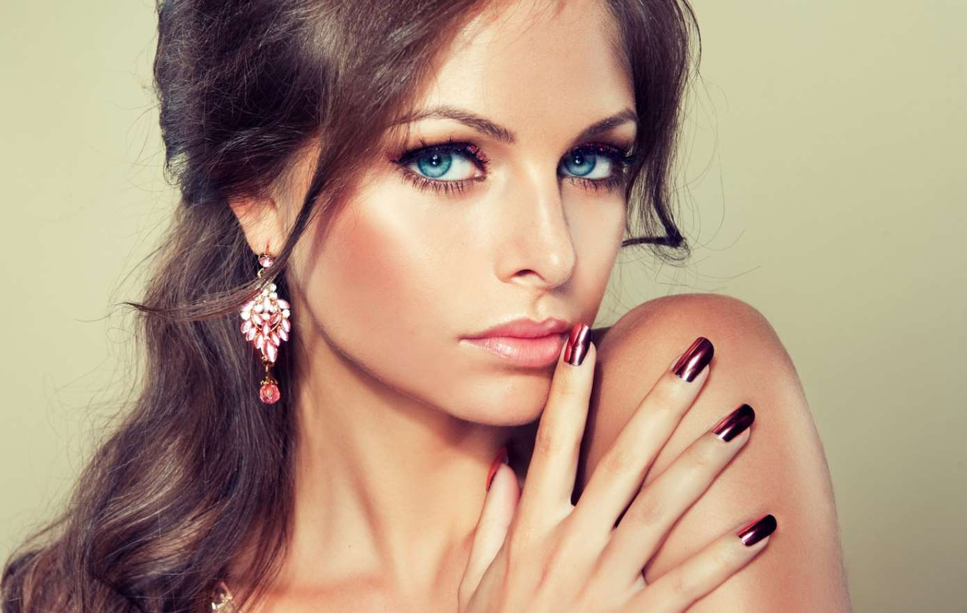 makeup for brunettes with blue eyes