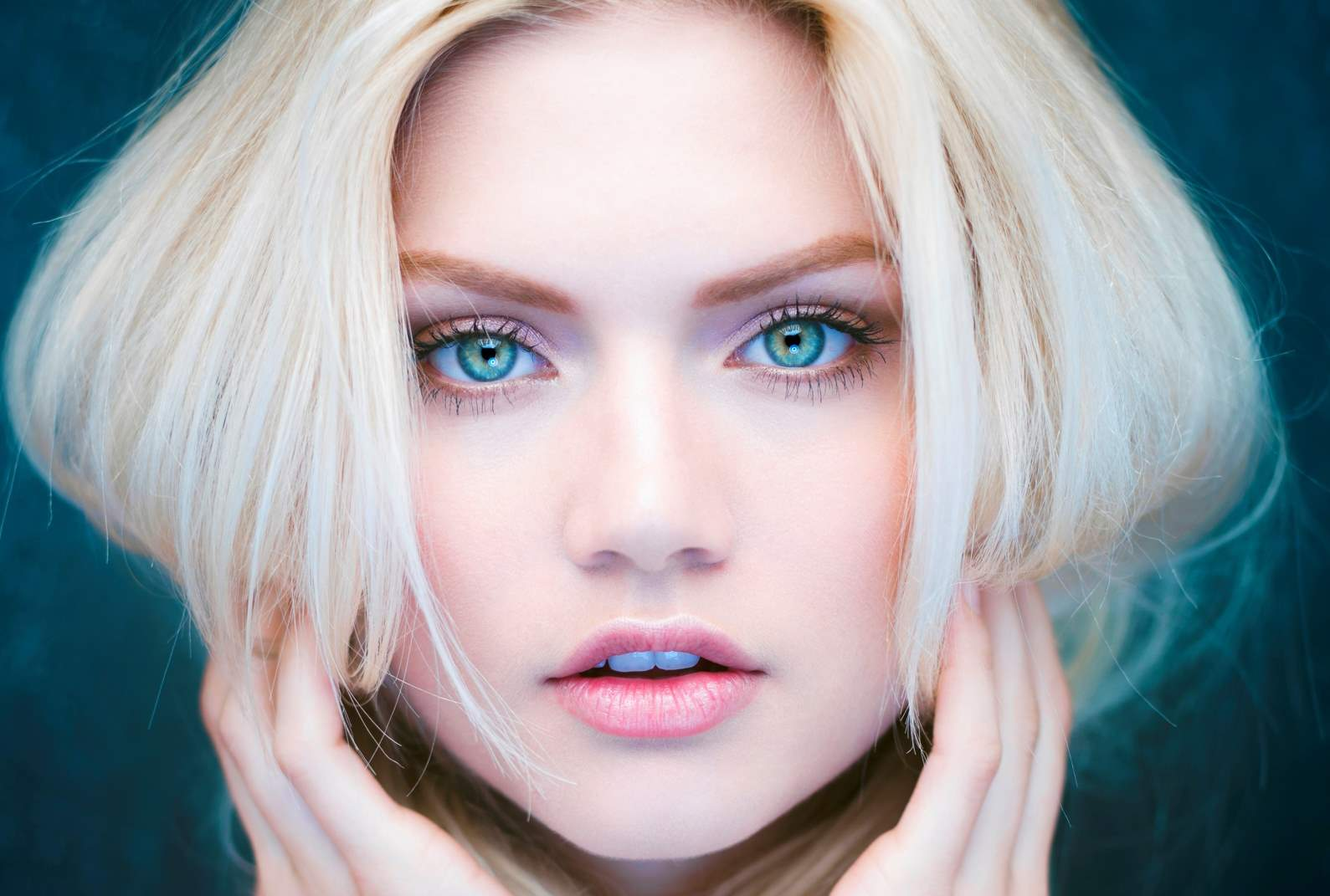 makeup for pale skin and blue eyes