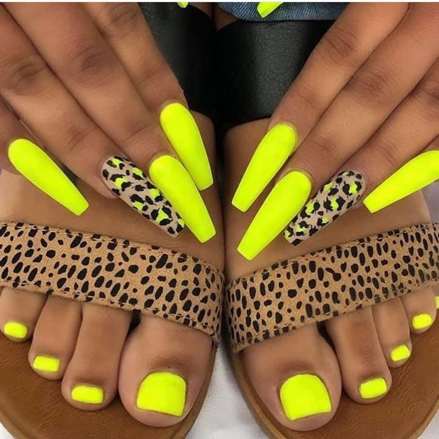 yellow summer nails design