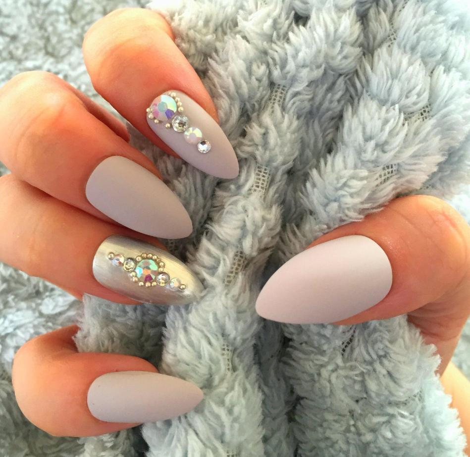 stiletto nails matte