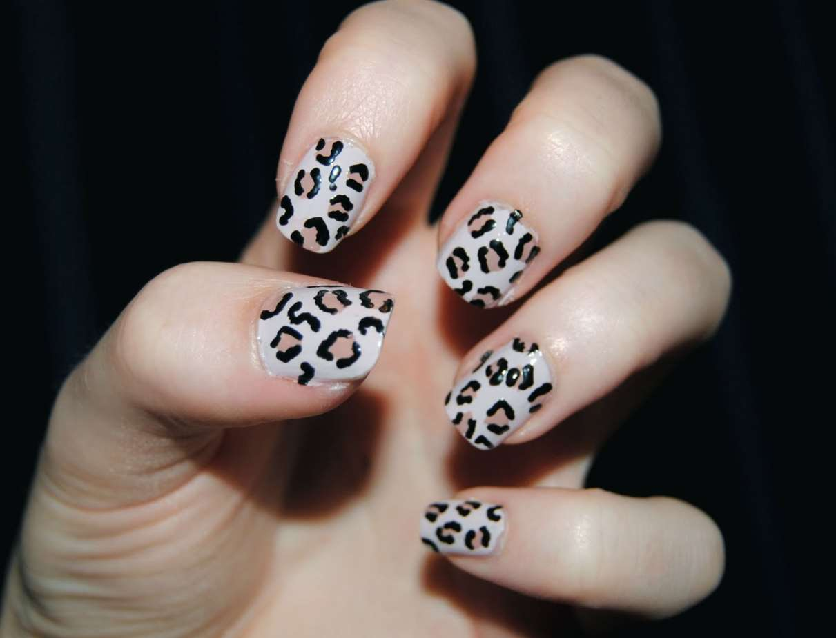 Animal Print short nails