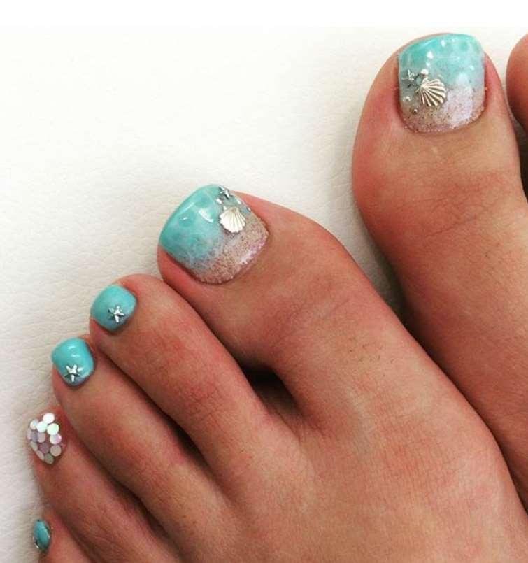 Beach Toe Nails