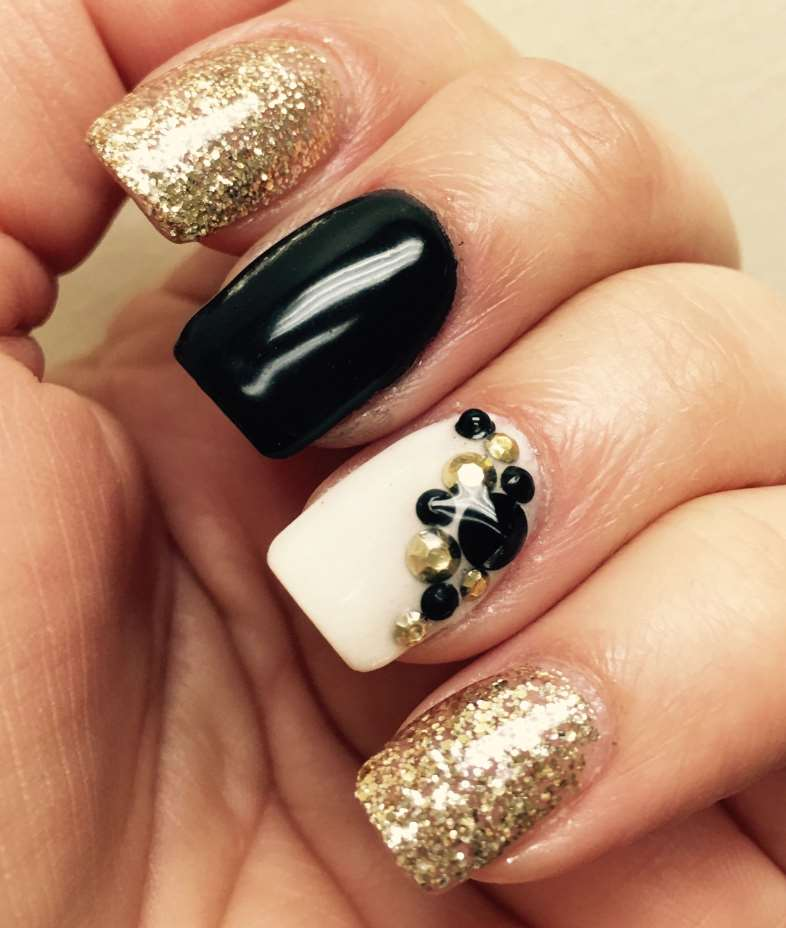Black and gold short nails