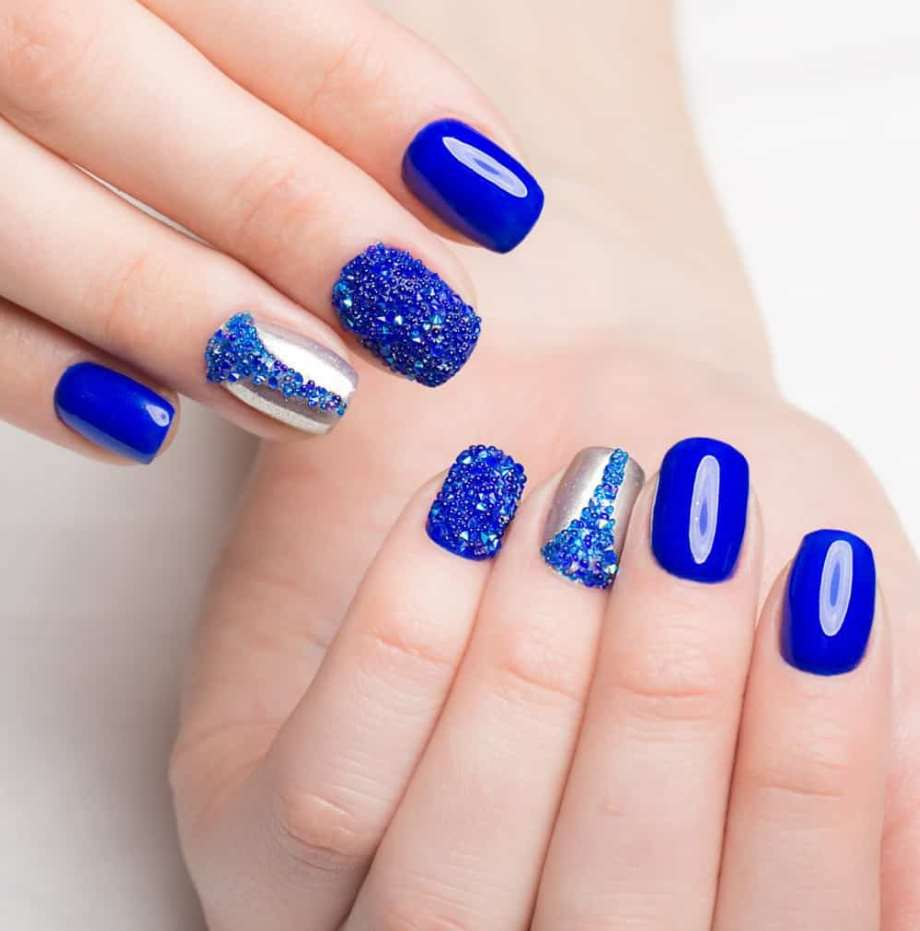 Blue short nails