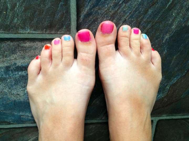 Color Toe Nails