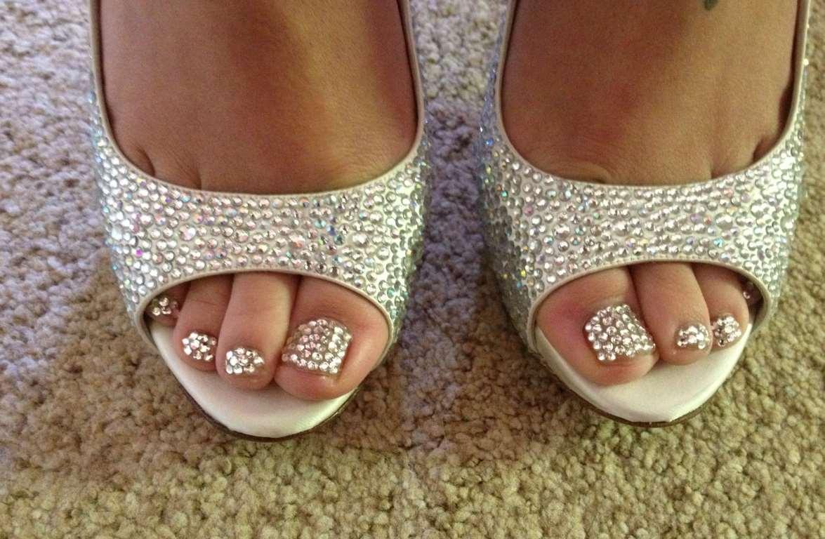 Diamonds Toe Nails