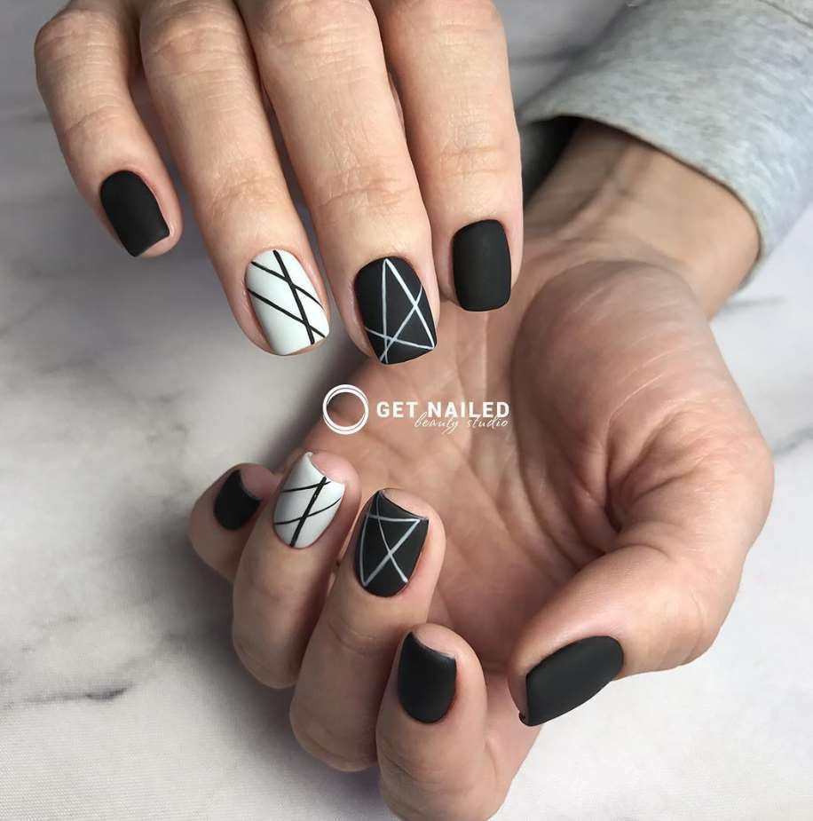 Geometric short nails