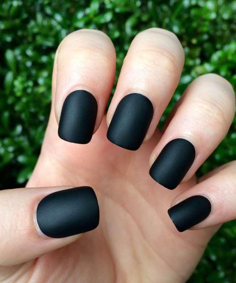 Matte short nails