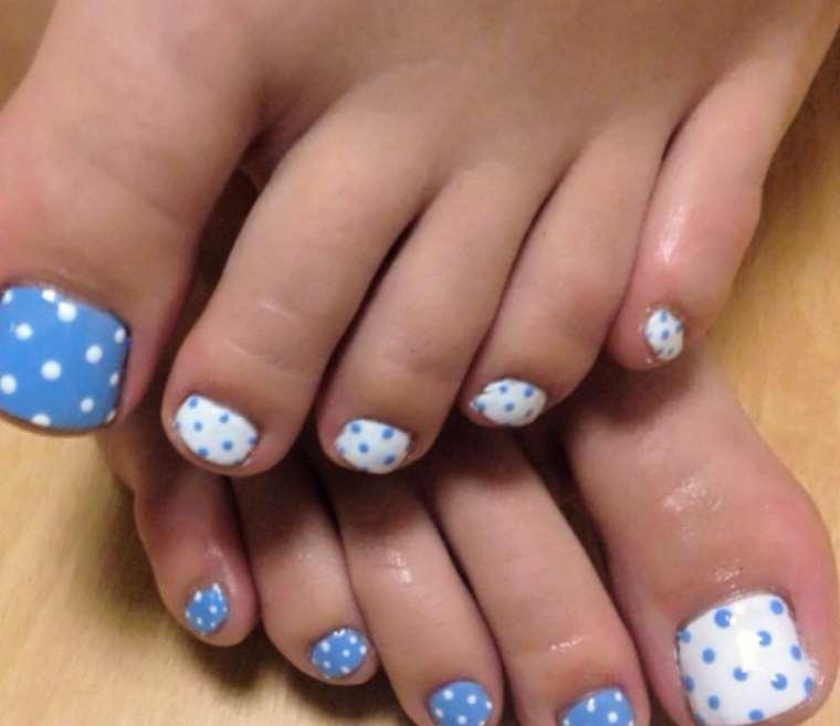 Polka Dots Toe Nails