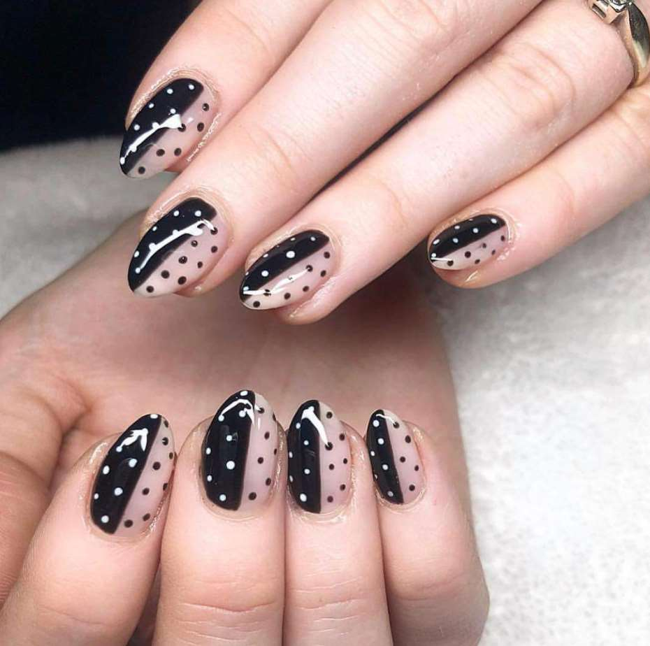 Polka dots short nails