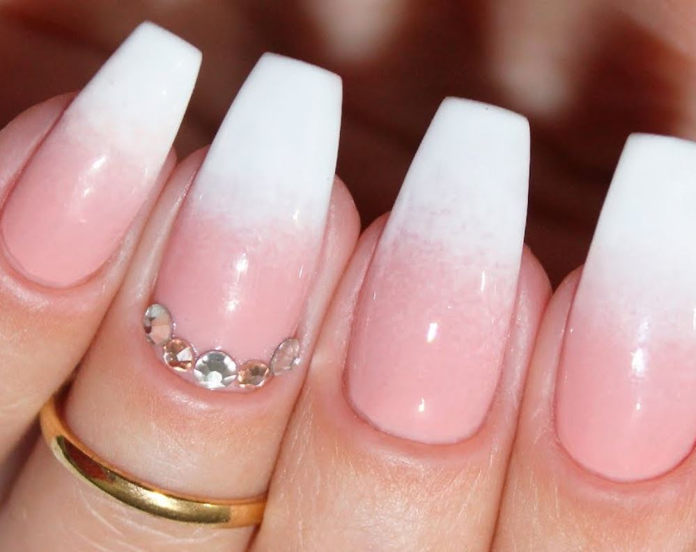 ballerina nude nails