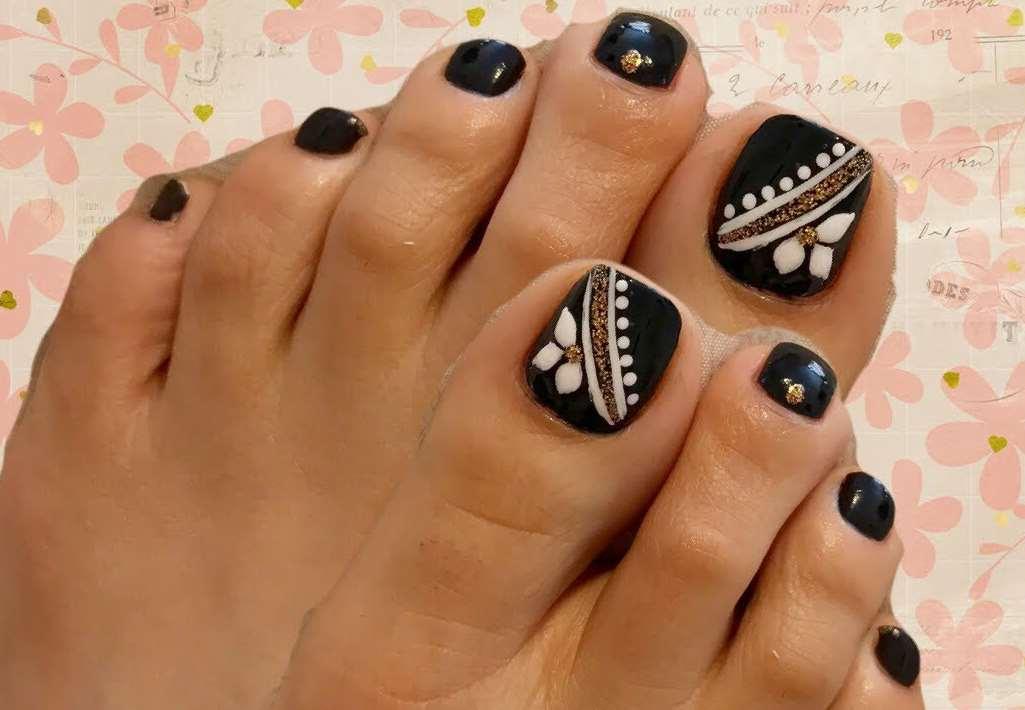 black and white toe nail designs