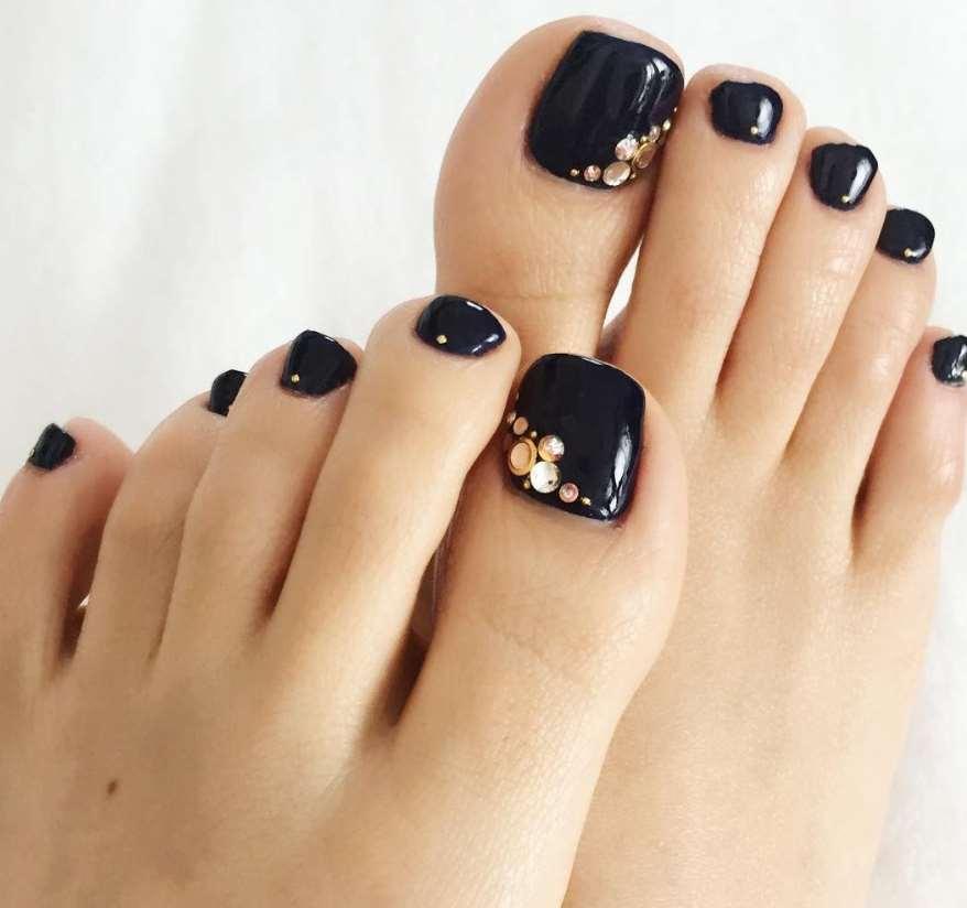 black toe nail designs