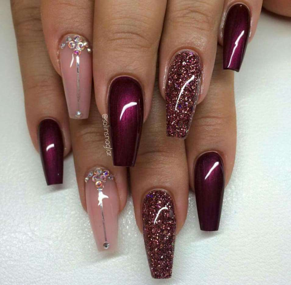 burgundy acrylic nails