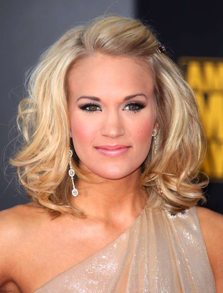 carrie underwood medium hairstyles