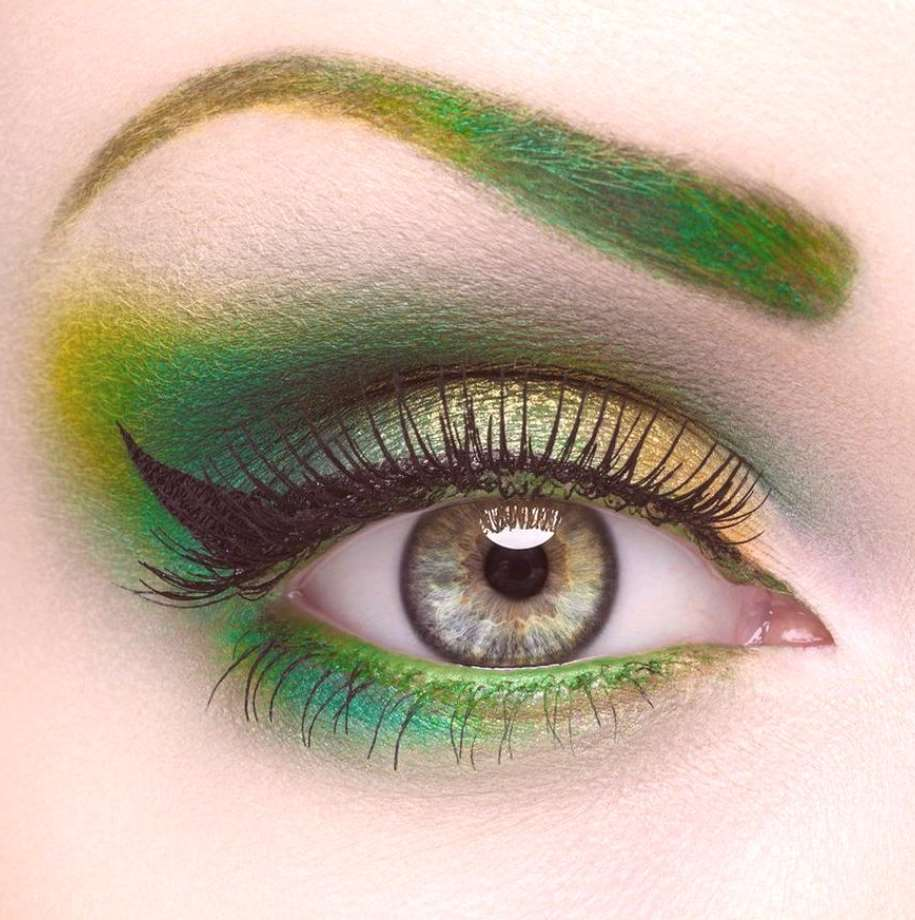 makeup colors for green eyes