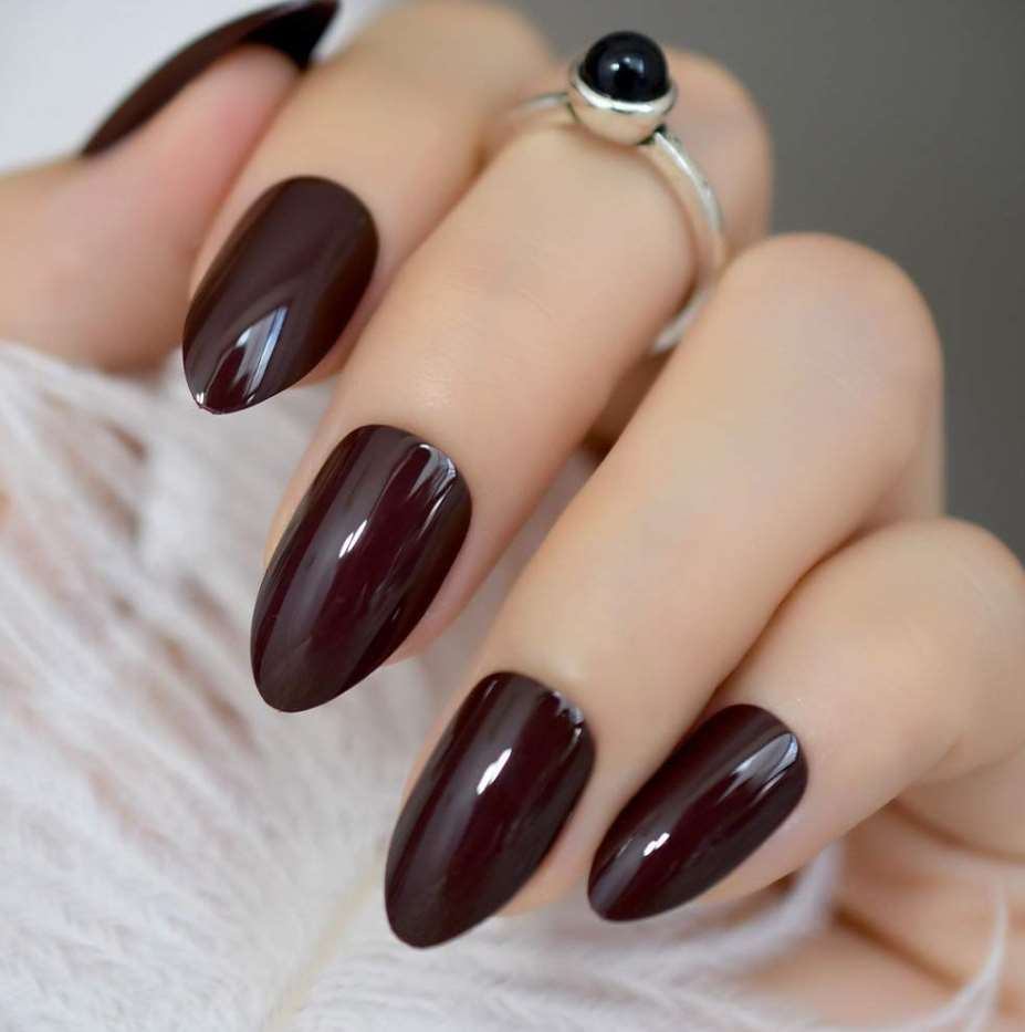 maroon acrylic nails