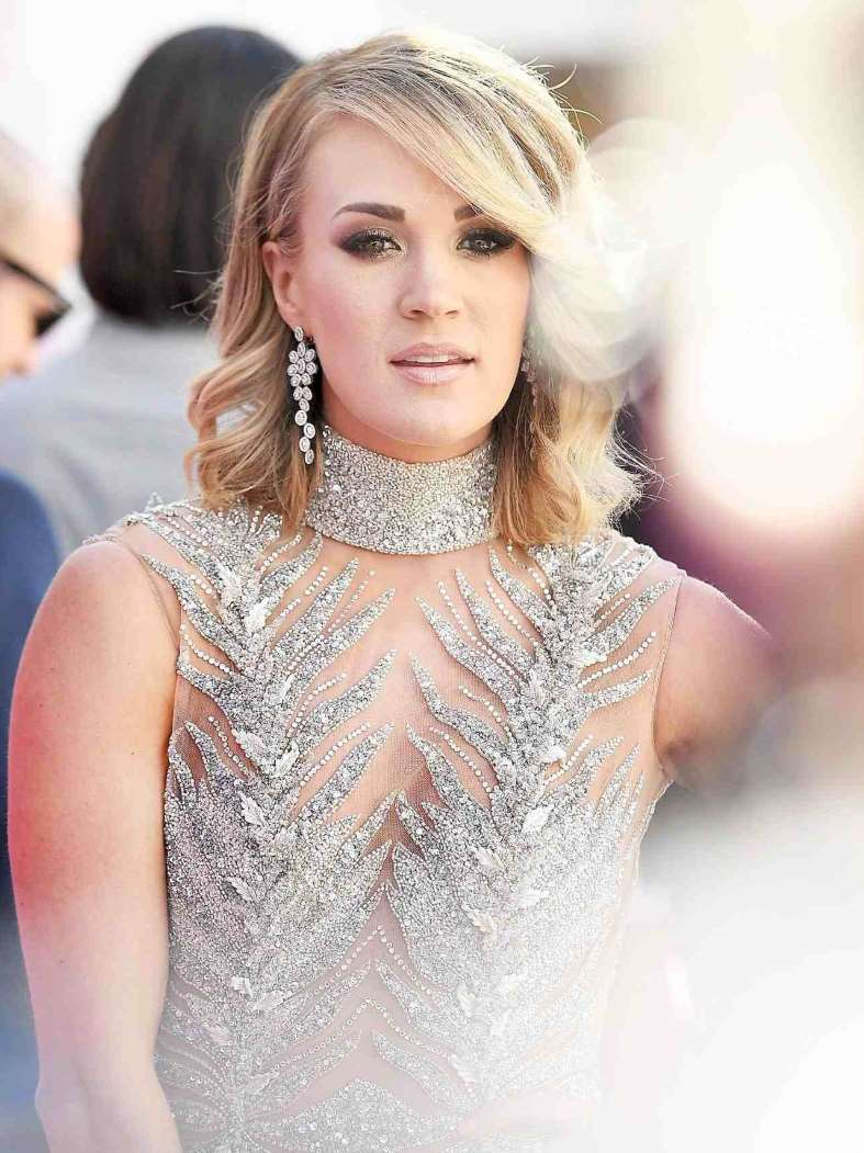 medium length hairstyles of carrie underwood
