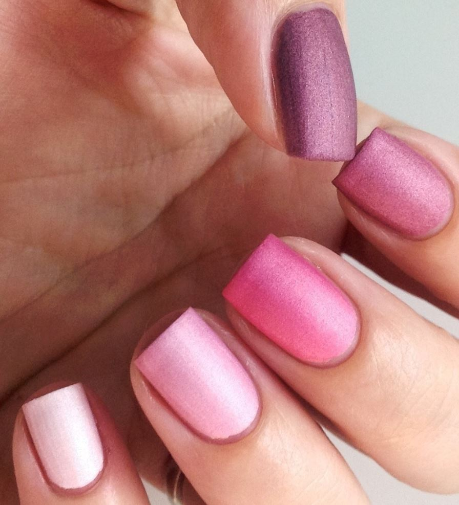 ombre nails pink