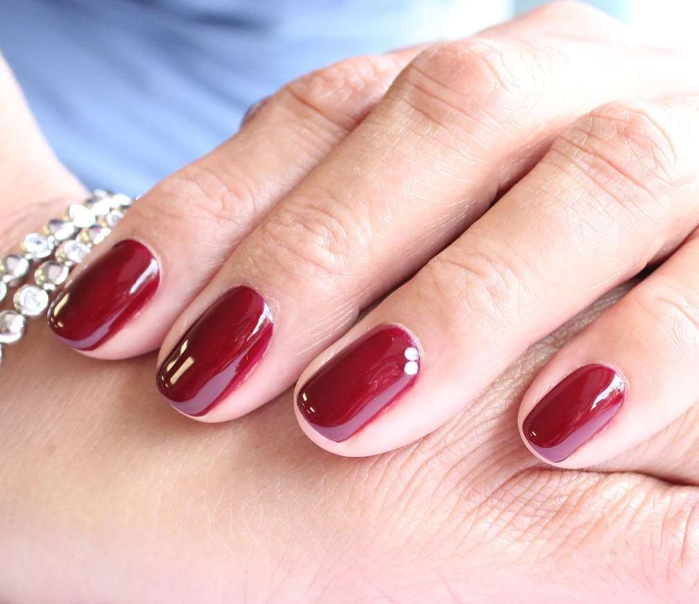 red nail designs for short nails