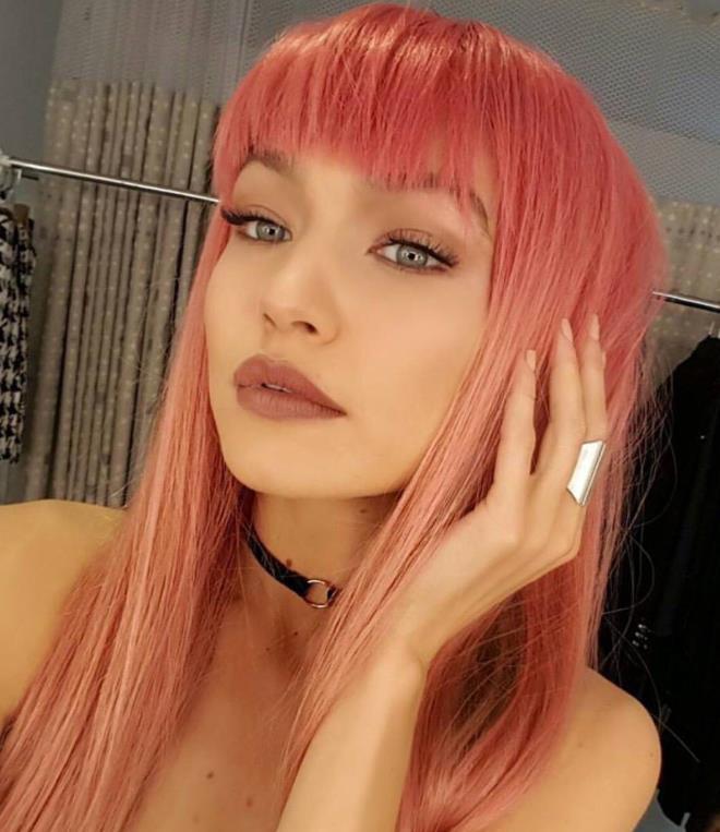 Gigi Hadid pink hair