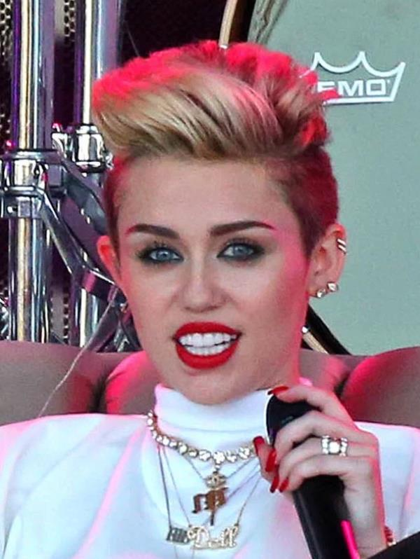 Miley Cyrus 2013 red nails