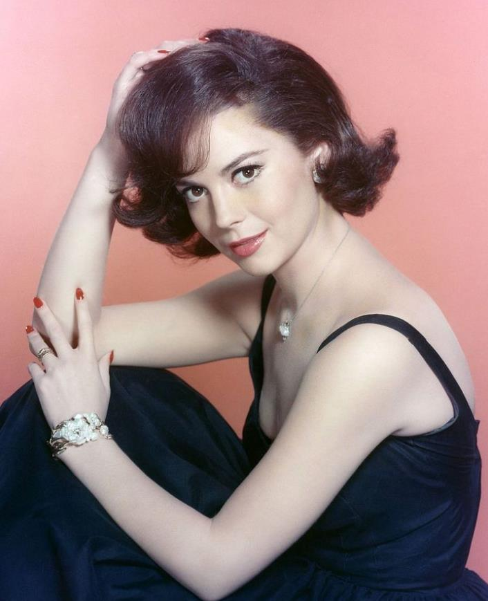 Natalie Wood 1965 red nails